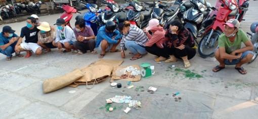 Công an huyện Châu Phú triệt phá tụ điểm lắc tài xỉu