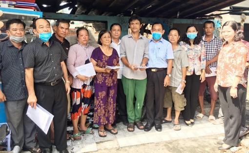 Thăm, hỗ trợ các hộ gia đình hỏa hoạn tại phường Mỹ Bình