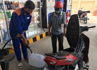 Phú Tân khuyến cáo người dân không mua xăng, dầu dự trữ