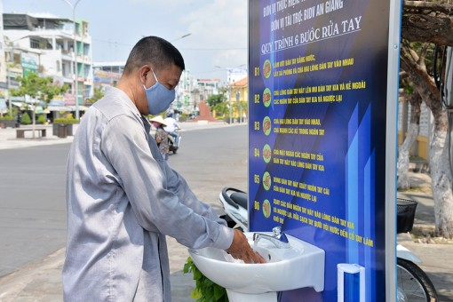 Lắp đặt 3 trạm rửa tay dã chiến