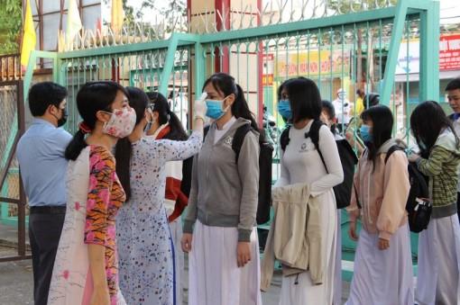 Học sinh, người lao động được trả phí mua thuốc sát trùng
