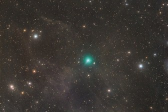 Sao chổi có kích thước bằng nửa Mặt trời đang dần tiến về Trái đất