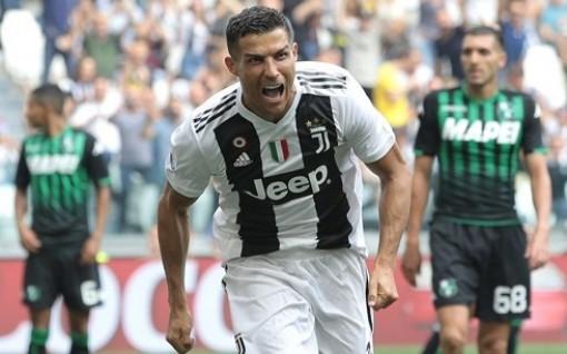 Ronaldo trở thành tỷ phú bóng đá đầu tiên
