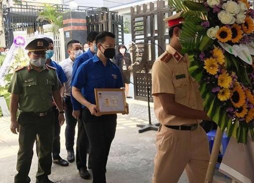 Truy tặng Huy hiệu Tuổi trẻ dũng cảm cho chiến sĩ công an hy sinh