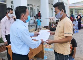 Châu Đốc trao giấy chứng nhận cho 108 công dân hoàn thành cách ly y tế tập trung