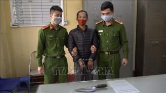 Manh động dí dao vào cổ chủ tịch phường đi tuyên truyền phòng chống dịch COVID-19