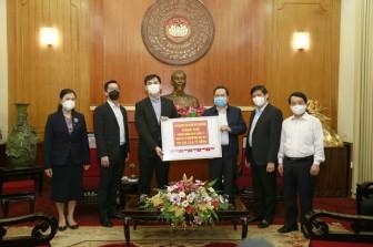 Bộ Y tế tiếp nhận thiết bị xét nghiệm SARS-CoV-2 trị giá 1 triệu USD