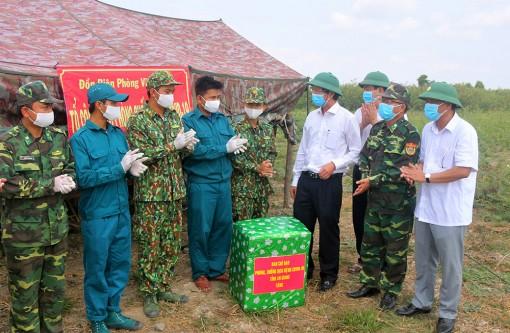 Phó Chủ tịch UBND tỉnh An Giang Lê Văn Phước thăm Đồn Biên phòng Vĩnh Nguơn
