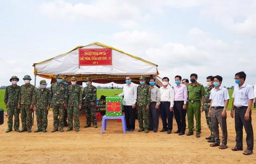 Phó Chủ tịch UBND tỉnh An Giang Lê Văn Nưng thăm các chốt biên phòng
