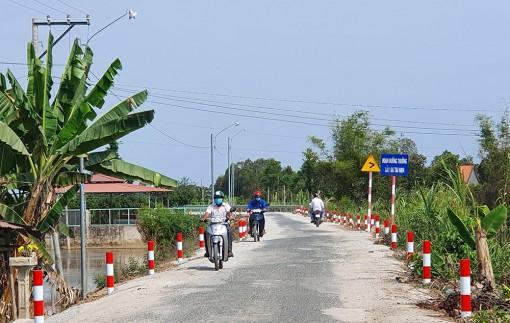 Hòa Bình Thạnh: Nhân dân đóng góp trên 110 triệu đồng nâng cấp đường nông thôn