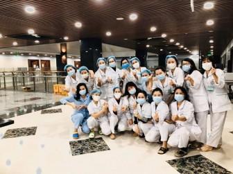 Ba lần âm tính với virus SAR-CoV-2, 158 nhân viên y tế BV Bạch Mai hoàn thành cách ly