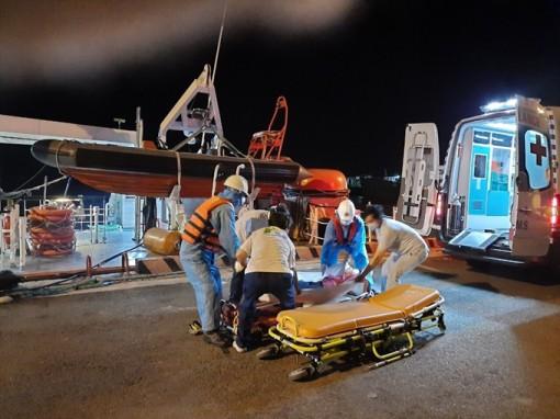 Cứu nạn thuyền viên nước ngoài gặp nạn trên vùng biển Việt Nam
