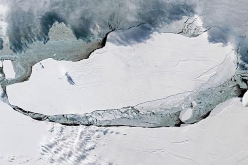 Tảng băng trôi từ Nam Cực nặng nghìn tỷ tấn đã vỡ khi vào Đại Tây Dương