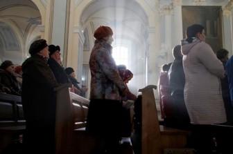 Đi lễ nhà thờ, 180 người Mỹ nghi nhiễm virus corona