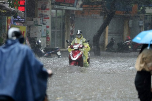 Thời tiết ngày 18-5: Bắc Bộ mưa dông, Trung Bộ nắng nóng diện rộng