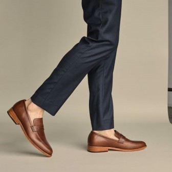 """Đôi giày kinh điển này vốn từng là thứ đàn ông giấu """"quỹ đen"""""""