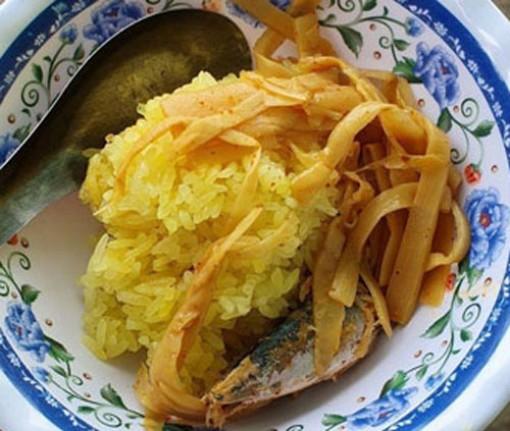Đến Kon Tum thưởng thức xôi măng cá