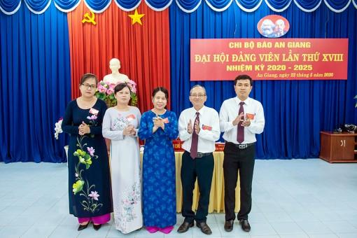 5 đồng chí được bầu vào Chi uỷ Báo An Giang