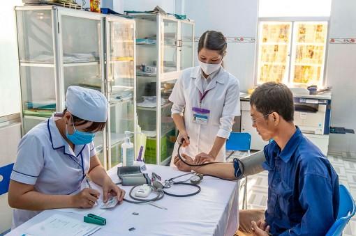 Liên đoàn Lao động Tịnh Biên tổ chức khám sức khỏe và bàn giao nhà Mái ấm công đoàn