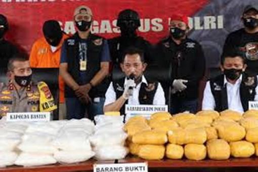 Cảnh sát Indonesia bắt giữ vụ vận chuyển 821kg ma túy đá