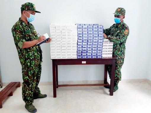 Bắt giữ 2.750 gói thuốc lá nhập lậu trong đêm
