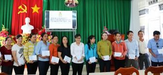 Liên đoàn Lao động huyện Châu Thành trao quà hỗ trợ 31 công đoàn viên khó khăn
