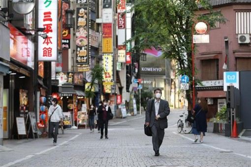 Nhật Bản quyết định tung thêm gói kích cầu trị giá hơn 1.000 tỷ USD