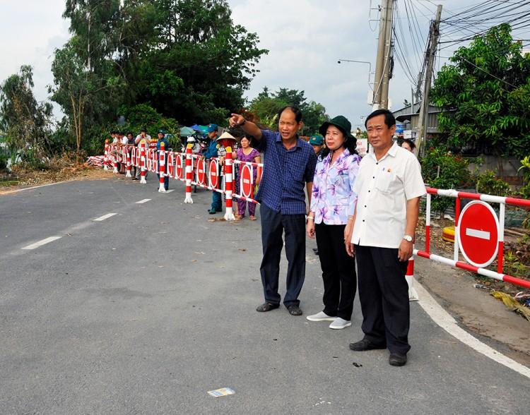 Bí thư Tỉnh ủy An Giang Võ Thị Ánh Xuân khảo sát khu vực sạt lở trên tuyến QL.91
