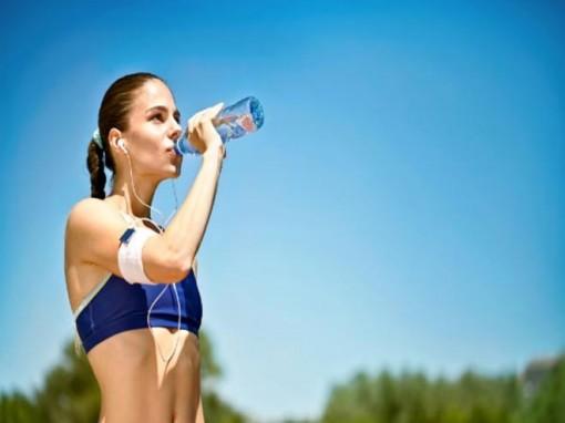 7 cách làm mát cơ thể trong ngày hè nóng nực