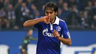'Chúa nhẫn' Raul sắp làm HLV tại Bundesliga