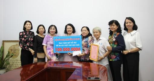 Hội Nữ doanh nhân tỉnh An Giang hỗ trợ 100 triệu đồng cho trẻ em gái vượt khó học giỏi