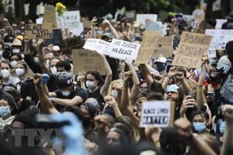 Mỹ: Thành phố New York kéo dài lệnh giới nghiêm đến ngày 8-6