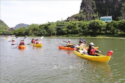 Về Tràng An trải nghiệm chèo thuyền kayak