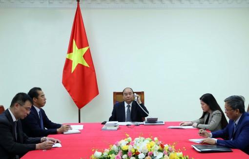 Thủ tướng Nguyễn Xuân Phúc điện đàm với Thủ tướng Pháp