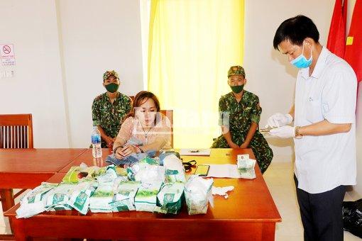 """Bắt vụ vận chuyển ma túy """"khủng"""" từ Campuchia về Việt Nam"""