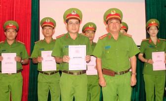 74 sĩ quan, hạ sĩ quan Công an TP.Long Xuyên được thăng cấp bậc hàm, nâng bậc lương năm 2020