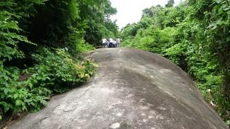 Khảo sát điểm check-in đá hình rùa trên núi Tô