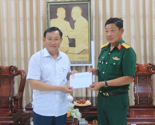 Thăm, tặng quà hỗ trợ cán bộ, chiến sĩ khu cách ly Trường Quân sự tỉnh An Giang