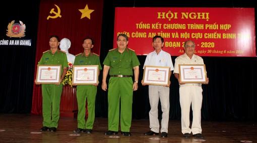 Khen thưởng nhiều tập thể, cá nhân trong phối hợp giữa Công an tỉnh An Giang và Hội Cựu chiến binh tỉnh