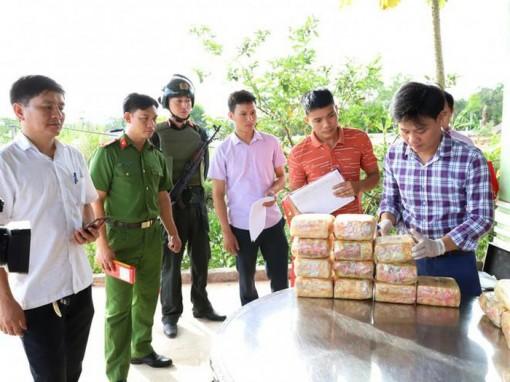 Bắt 'ông trùm' trong vụ vứt 2 ba lô chứa đầy ma túy xuống đường
