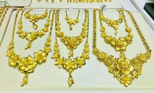 Giá vàng hôm nay 1-7: Áp lực chốt lời, vàng vẫn giữ đỉnh