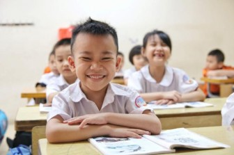 Học sinh tiểu học công lập được miễn học phí từ khi nào?