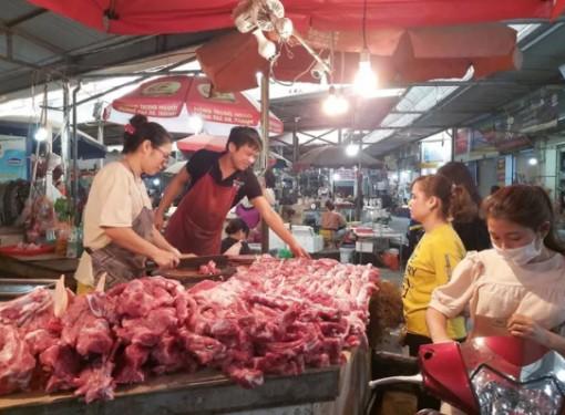 Giá heo hơi hôm nay 3-7: Thủ tướng yêu cầu quản lý tốt khâu trung gian để giảm giá thịt lợn