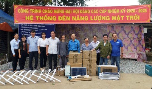 Bình Phú lắp đặt hệ thống đèn năng lượng mặt trời