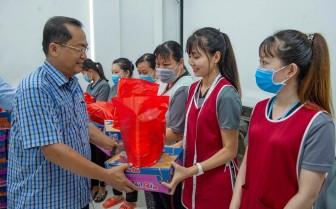 Thăm, tặng quà đoàn viên, người lao động bị ảnh hưởng bởi dịch bệnh COVID-19