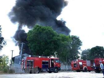 Quảng Ngãi: Cháy lớn tại xưởng nệm có nhiều công nhân đang làm việc