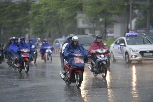 Thời tiết ngày 4-7: Bắc Bộ và Trung Bộ mưa dông, đề phòng lốc, sét, mưa đá