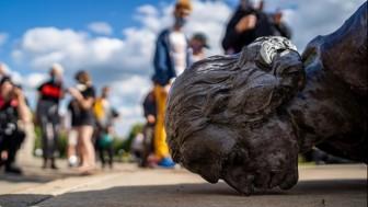 Mỹ: Người biểu tình kéo đổ tượng Christopher Columbus ở Baltimore
