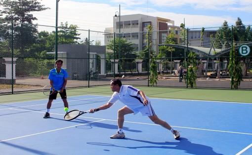 Giao lưu quần vợt chào mừng Đại hội Đảng bộ TP. Long Xuyên