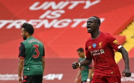 Liverpool thắng nhẹ, Man City bất ngờ thua